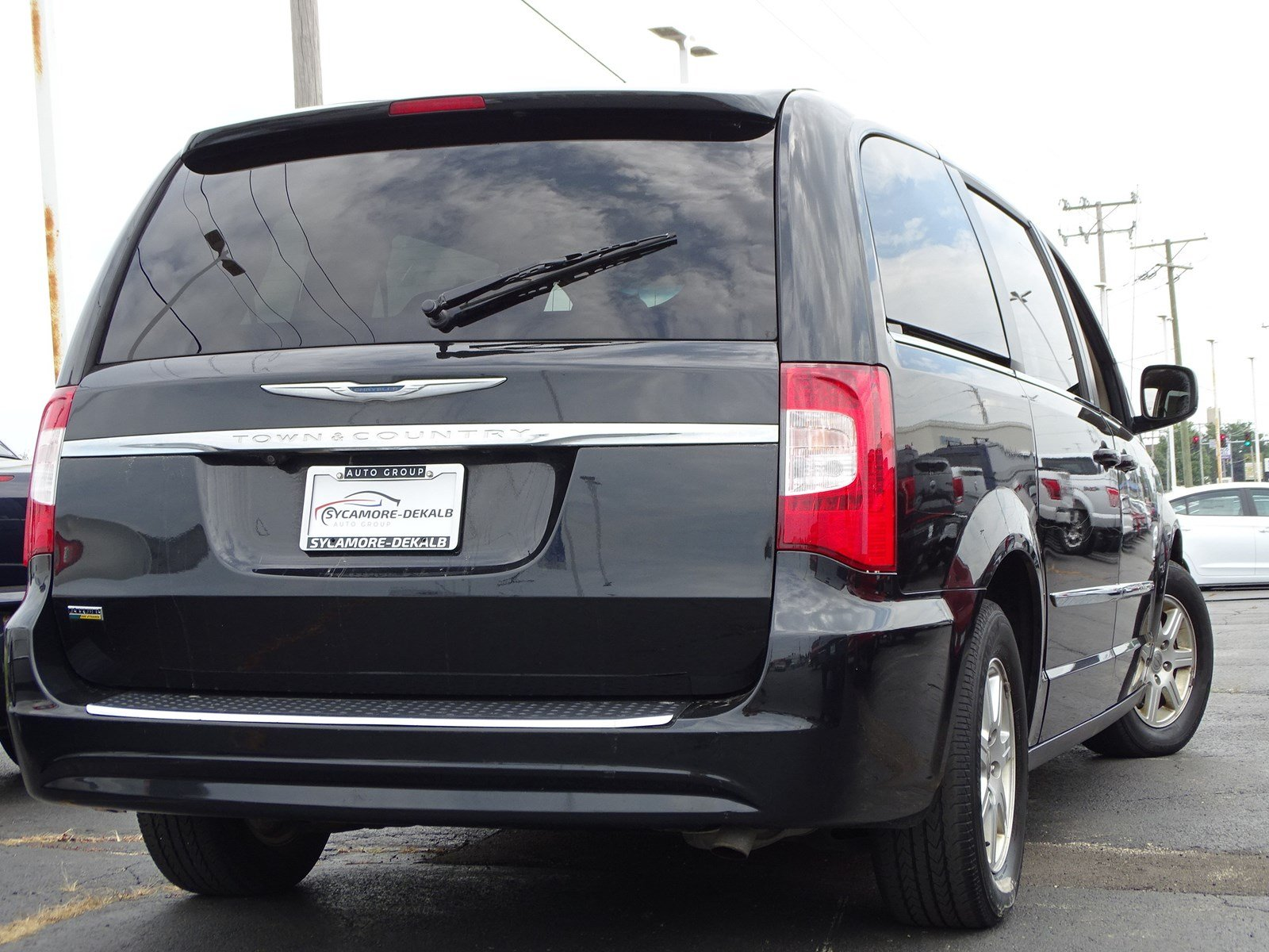 Pre-Owned 2012 Chrysler Town & Country Touring