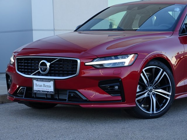 New 2019 Volvo S60 R-Design