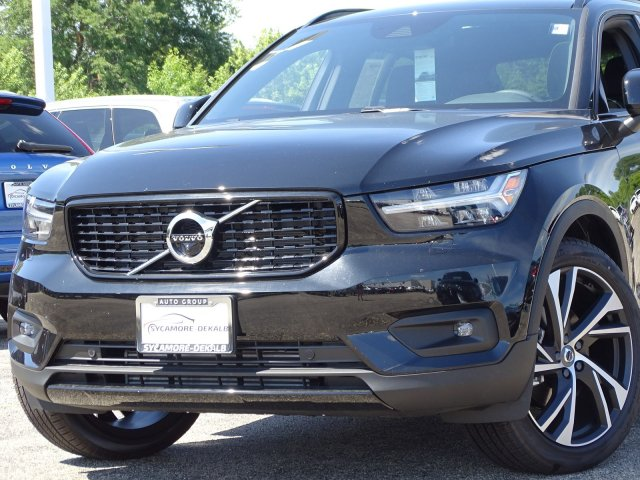 New 2019 Volvo XC40 R-Design AWD